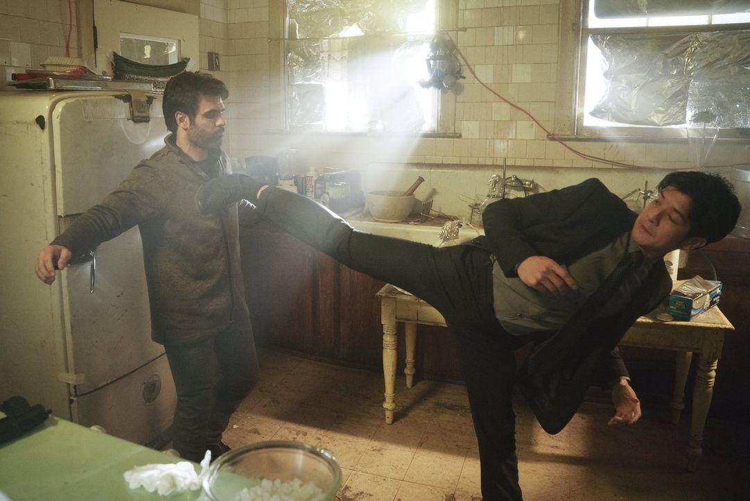Gibt alles, um einen Fall erfolgreich abzuschließen: Lee (Jon Foo, r.) ... - Bildquelle: Warner Brothers