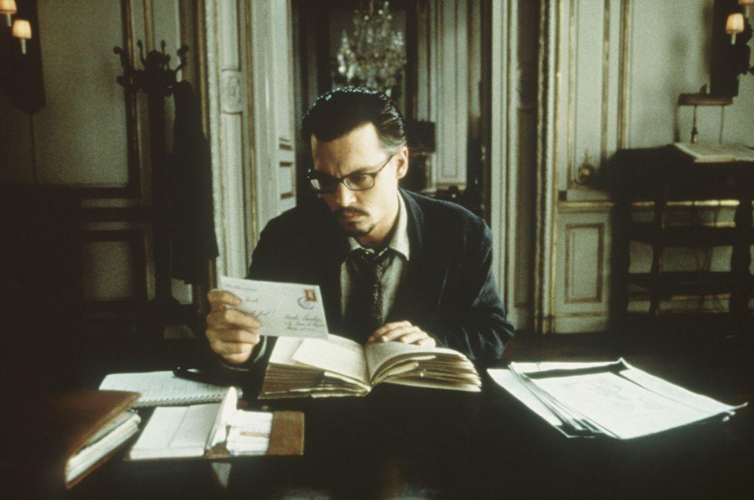 Der Buchexperte Dean Corso (Johnny Depp) soll ein geheimnisvolles Buch suchen. Dabei sind seinem Auftraggeber alle Mittel recht ... - Bildquelle: 20th Century Fox of Germany