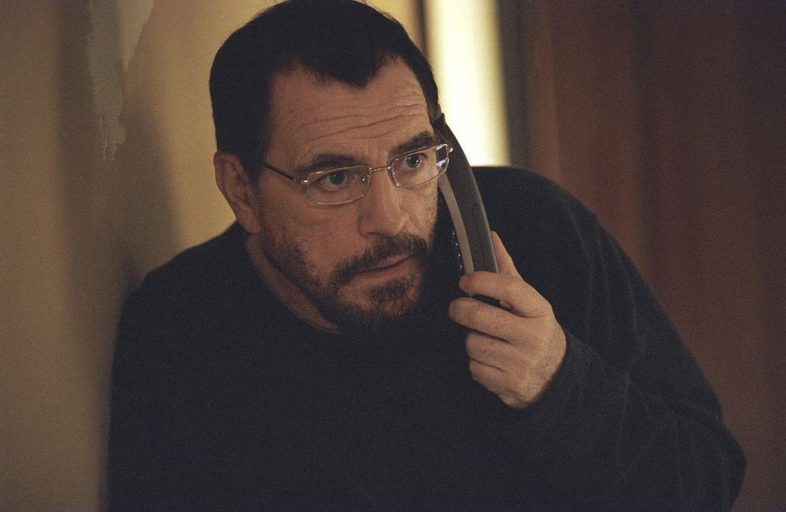 Der eiskalte Auftragskiller Jackson droht Lisa damit, ihren Vater Joe (Brian Cox) zu ermorden, sollte sie ihm nicht bei dem Anschlag gegen den Polit... - Bildquelle: Telepool GmbH