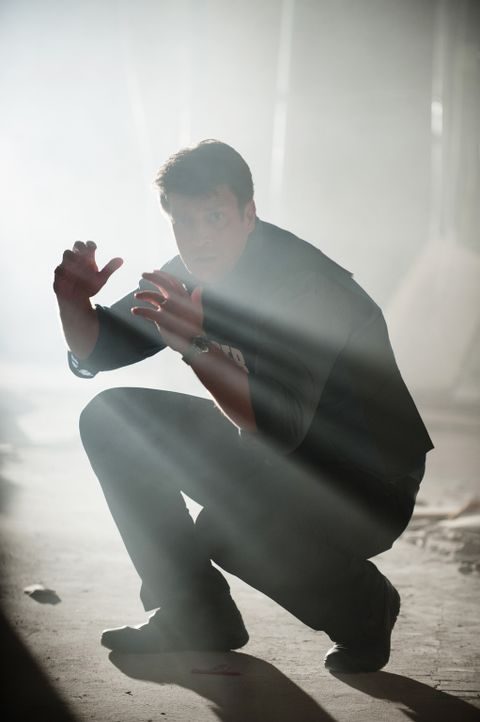 Nachdem die Frau vor ihm erschossen wird, verliert Castle (Nathan Fillion) sämtliche Hoffnung, Kate noch retten zu können ... - Bildquelle: Colleen Hayes ABC Studios