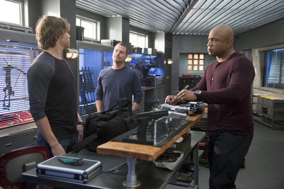 Stehen vor einem neuen, schwierigen Fall: Deeks (Eric Christian Olsen, l.), Callen (Chris O'Donnell, M.) und Sam (LL Cool J., r.) ... - Bildquelle: CBS Studios Inc. All Rights Reserved.