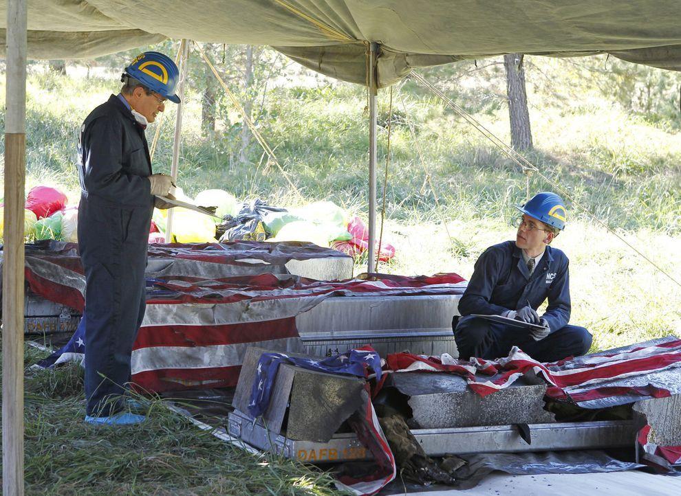 Als ein Militärflugzeug ist abstürzt, dass die Überreste gefallener Marines zurück nach Hause transportierten sollte, beginnt für Ducky (David... - Bildquelle: CBS Television