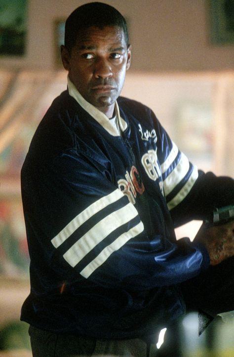 """Auf der Suche nach dem verschollenen Mädchen gerät John W. Creasy (Denzel Washington) an den Bruder der """"Stimme"""" ... - Bildquelle: 2004 Epsilon Motion Pictures"""