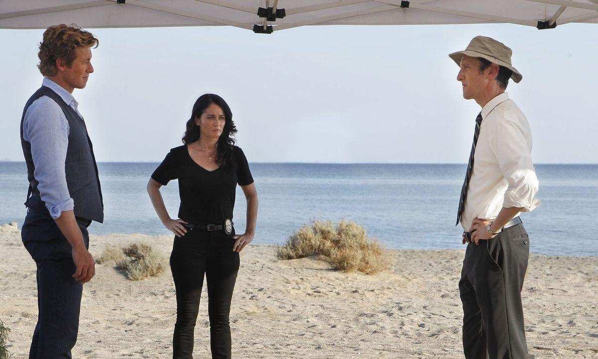 Teresa Lisbon (Robin Tunney, M.) und Patrick Jane (Simon Baker, l.) versuchen alles, um einen neuen Fall aufzuklären, doch was hat Brett Partridge... - Bildquelle: Warner Bros. Television