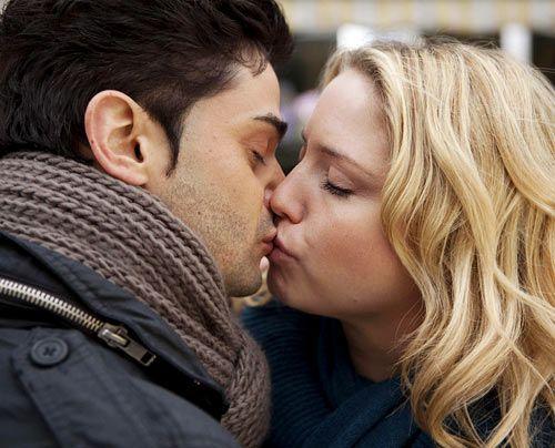 Miriam und Sebastian sind gegen die gegenseitige Anziehung machtlos ... - Bildquelle: David Saretzki - Sat1