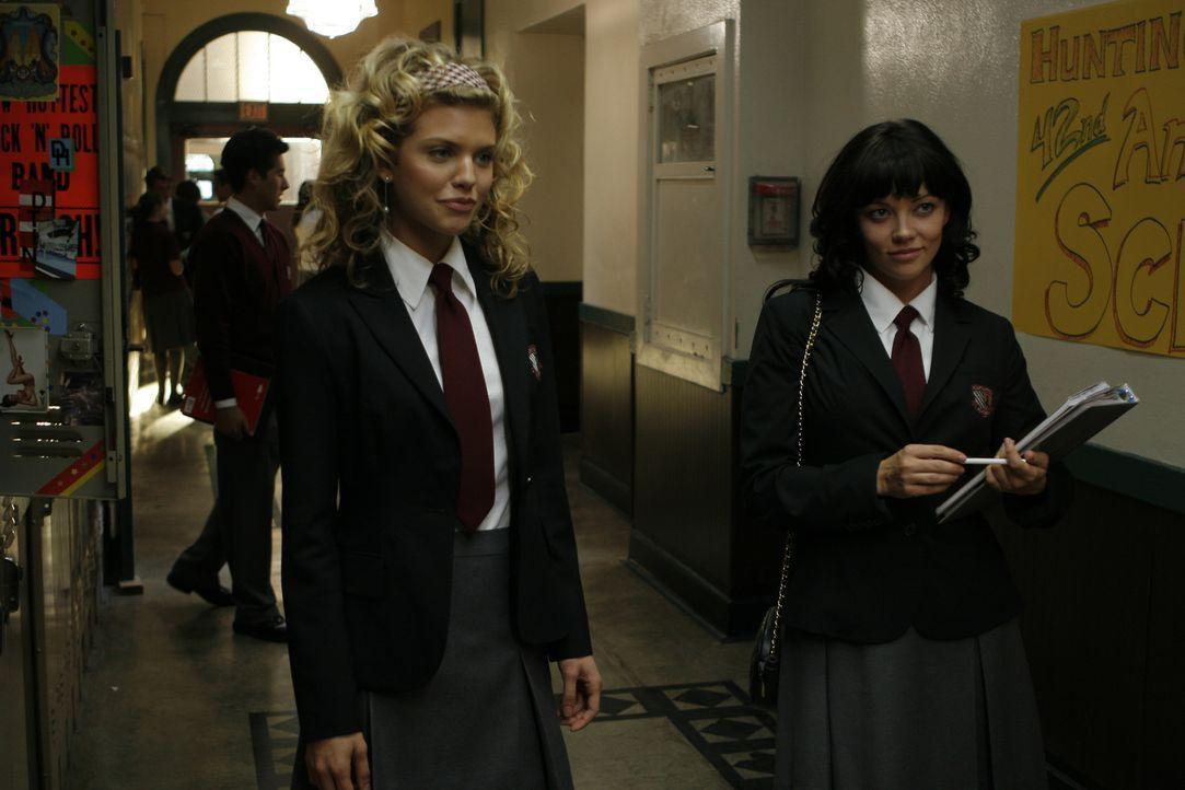 Schon bald findet Molly an ihrer neuen Schule nette Freundinnen. Insbesondere die ausgeflippte Leah (Shannon Woodward, r.) hat es ihr angetan, aber... - Bildquelle: Odd Lot International