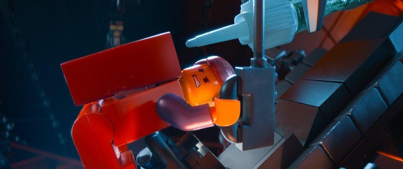 Kann Emmet noch verhindern, dass die ganze Welt festgeklebt und dauerhaft mit Sekundenkleber fixiert wird? - Bildquelle: 2014 Warner Brothers