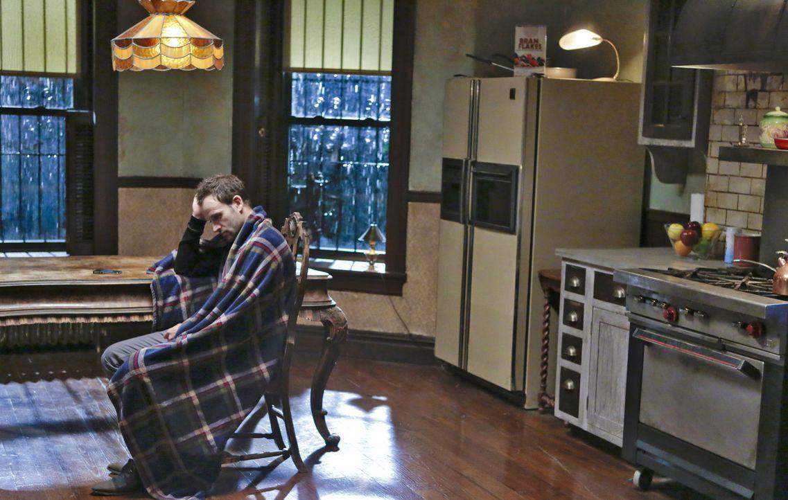 Ein neuer Fall, in den auch die chinesische Mafia mit illegalen Glücksspiel verwickelt ist, entwickelt sich alles andere als einfach, für Sherlock... - Bildquelle: CBS Television