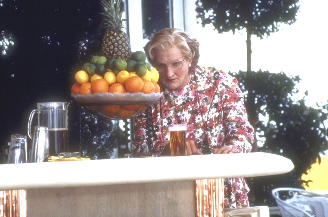 In Gestalt von Mrs. Doubtfire (Robin Williams) kann Daniel nicht nur seinen Kindern nahe sein, sondern auch seiner Ex-Frau, die von ihrem Jugendfreu... - Bildquelle: 20th Century Fox