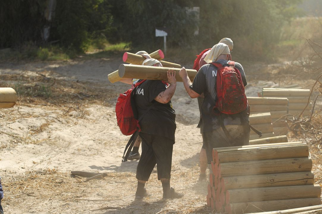 Auf die Kandidaten wartet ein 5 km langer Hindernislauf unter der brennenden Sonne Andalusiens, bevor sie ihre Quartiere beziehen können ... - Bildquelle: Enrique Cano SAT.1