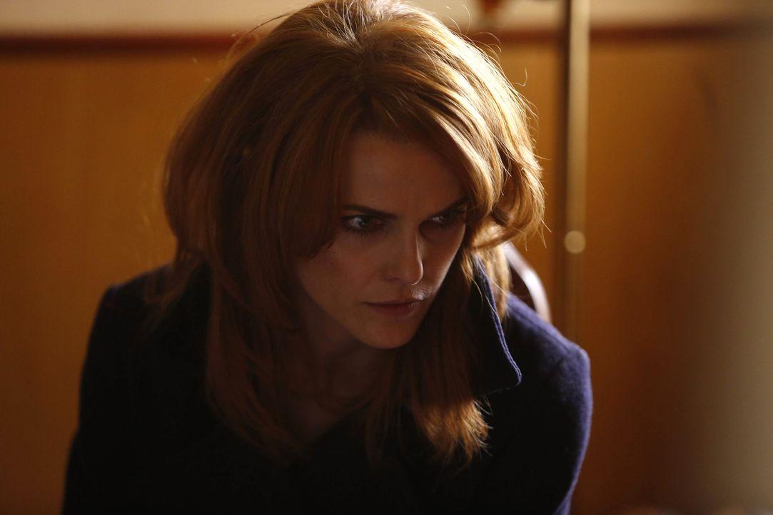 Jahrelang hatte Elizabeth (Keri Russell) eine Affäre mit einem anderen KGB-Agenten. Als ein KGB-Agent ermordet aufgefunden wird, muss die attraktive... - Bildquelle: 2013 Twentieth Century Fox Film Corporation and Bluebush Productions, LLC. All rights reserved.