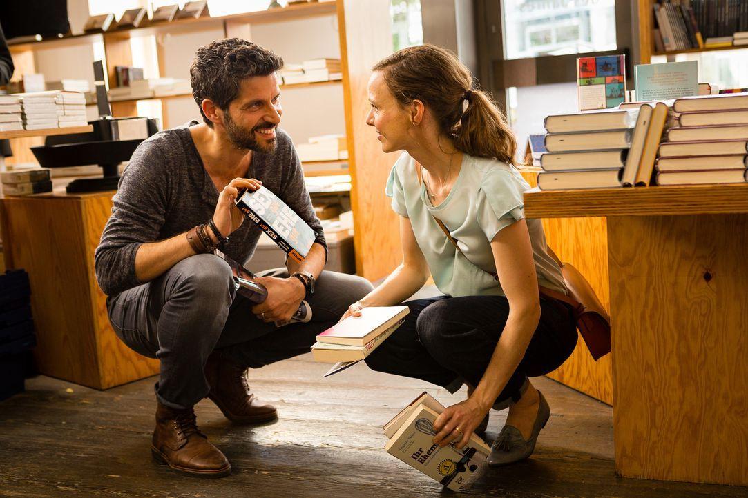 Kaum treffen Emma (Nadja Becker, r.) und Ben (Pasquale Aleardi, l.) nach 12 Jahren wieder aufeinander, kommen auch schon alte Gefühle auf. Doch Emma... - Bildquelle: Arvid Uhlig SAT.1