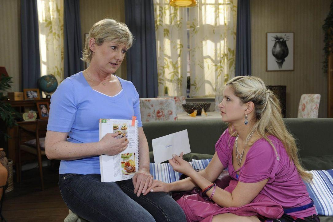 Susanne (Heike Jonca, l.) teilt Mia (Josephine Schmidt, r.) ihre Befürchtung mit, dass Ingo mit ihr gebrochen hat ... - Bildquelle: SAT.1