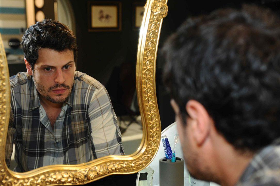 Statt Nina die Wahrheit zu sagen, kann Luca (Manuel Cortez) nicht anders und lässt sich von ihr verführen ... - Bildquelle: SAT.1