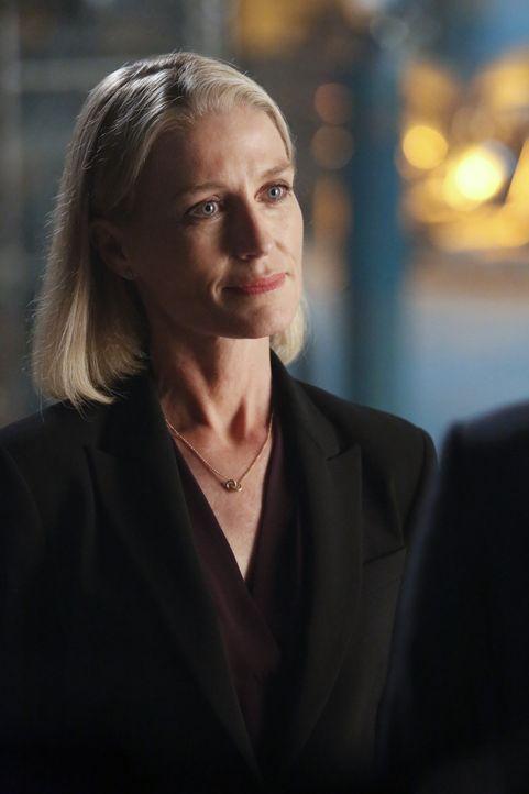 Nach 15 Jahren meldet sich Rebecca (Jessica Tuck) ohne Vorwarnung bei ihrem Ex-Mann, denn sie hat gefährliche Informationen ... - Bildquelle: Robert Voets 2014 CBS Broadcasting, Inc. All Rights Reserved