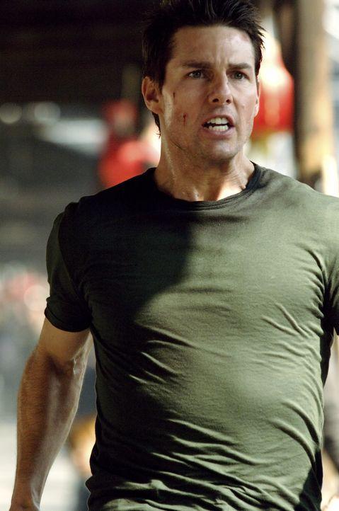 Als seine Verlobte von dem fiesen und skrupellosen Waffenhändler Davian entführt wird, beginnt für Ethan Hunt (Tom Cruise) ein gnadenloser Wettla... - Bildquelle: 2005 by PARAMOUNT PICTURES. All Rights Reserved.