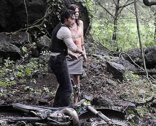 Das Team um Chin (Daniel Dae Kim) setzt alles daran Julies (Mariana Klaveno) Jäger aufzuspüren. - Bildquelle: CBS Studios Inc