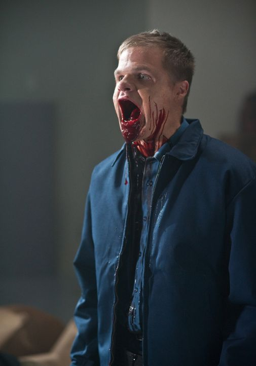 Zu spät wird Henry Schow (Evan Jones) und allen anderen klar, dass es bei den Spiegeln nicht nur um die Abbildung eines Spiegelbildes geht ... - Bildquelle: 20th Century Fox
