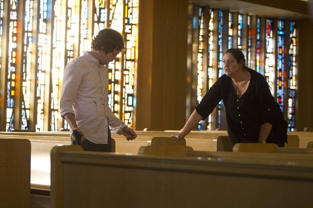 Was führen Carla Hines (Camryn Manheim, r.) und Jesse Gentry (Frederick Koehler, l.) im Schilde? - Bildquelle: ABC Studios