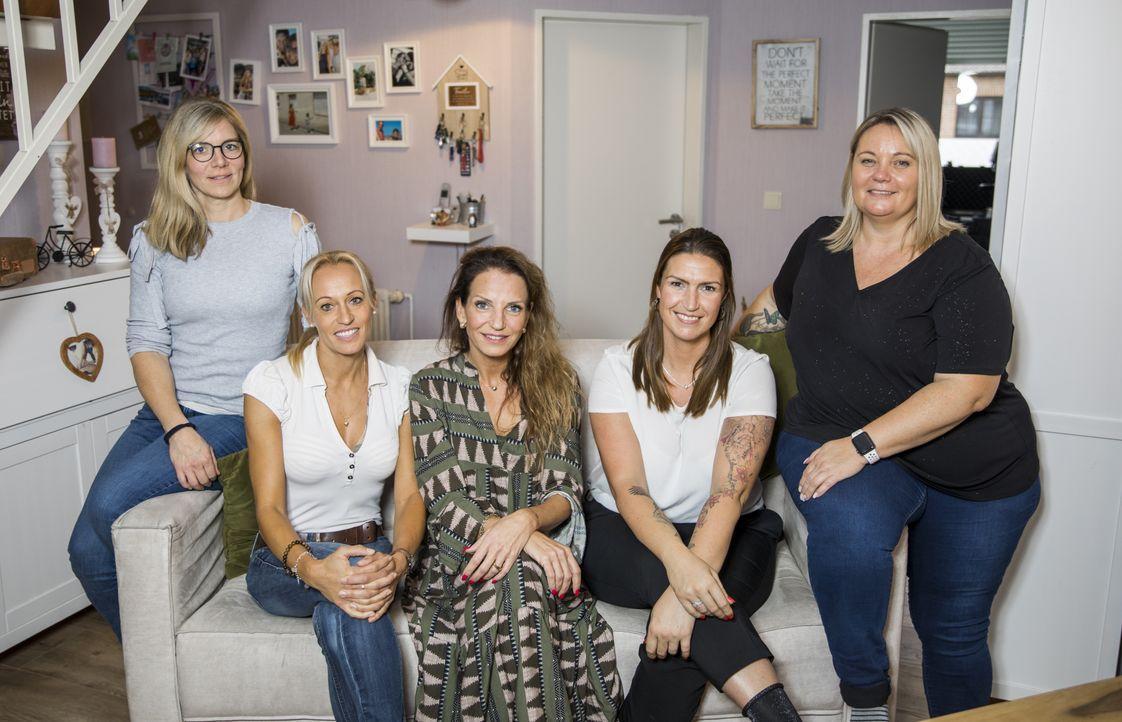 (v.l.n.r.) Britta; Karina; Mirjam; Jasmine; Bianca - Bildquelle: Marvin Kochen SAT.1 / Marvin Kochen