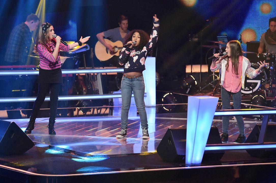 The-Voice-Kids-Stf03-Epi05-34-Zoe-Leonie-Lorena-SAT1-Andre-Kowalski - Bildquelle: SAT.1/ Andre Kowalski