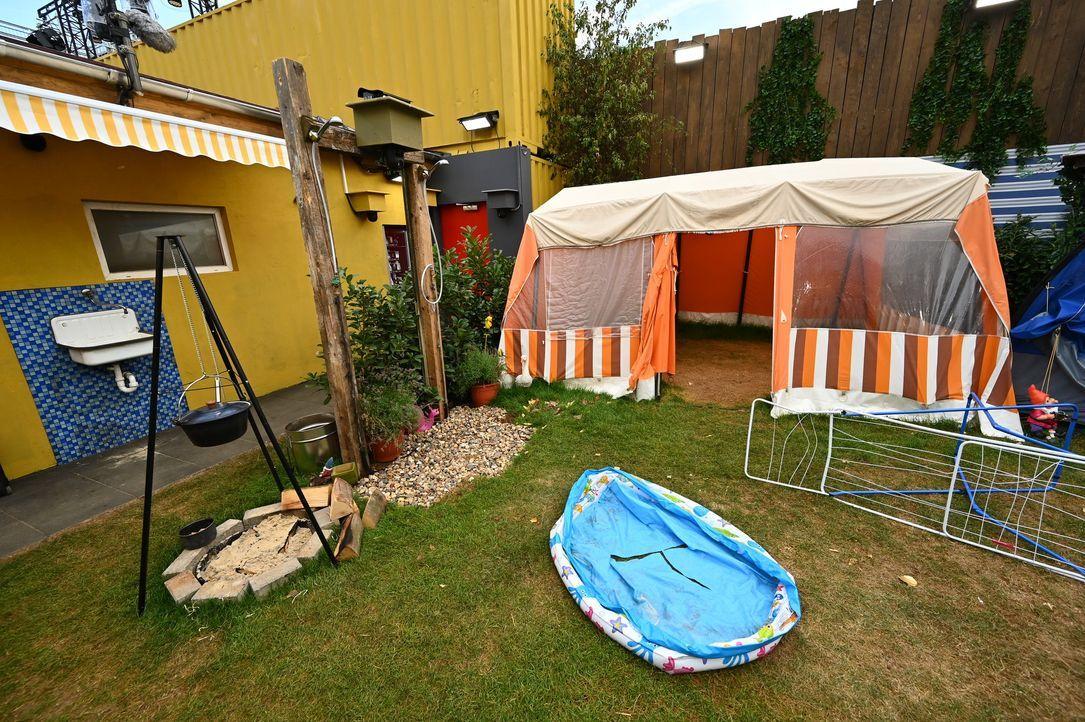 Vorplatz des Campingplatzes - Bildquelle: SAT.1