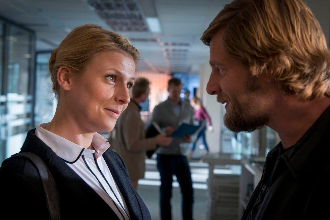 Sind sich nicht immer einig: Mick (Henning Baum, r.) und Steffi (Franziska Weisz, l.) ... - Bildquelle: Martin Rottenkolber SAT. 1