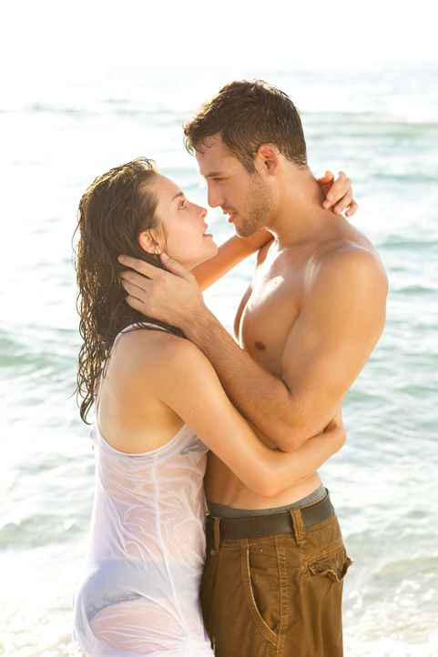 Obwohl sie aus völlig unterschiedlichen Welten stammen, verlieben sich Sean (Ryan Guzman, r.) und Emily (Kathryn McCormick, l.) ineinander. Doch dan... - Bildquelle: 2011 Summit Entertainment, LLC. All rights reserved.