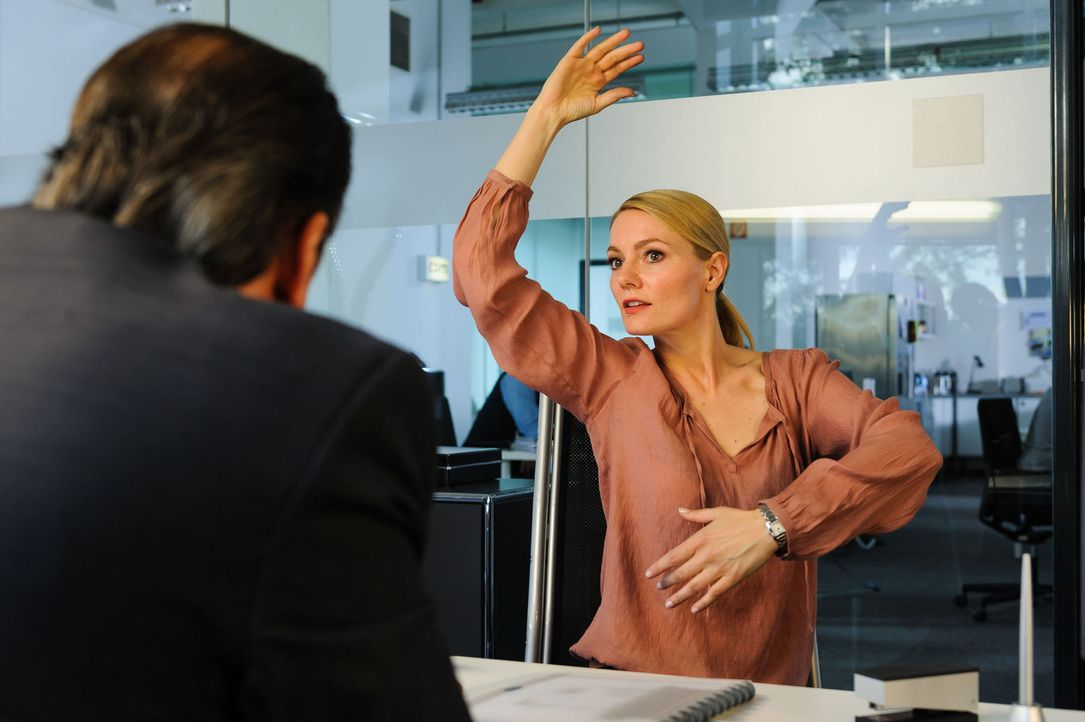 """(2. Staffel) - In """"Knallerfrauen"""" tut Martina Hill (r.) wonach ihr der Sinn steht - hemmungslos und unangepasst ... - Bildquelle: Willi Weber SAT.1"""