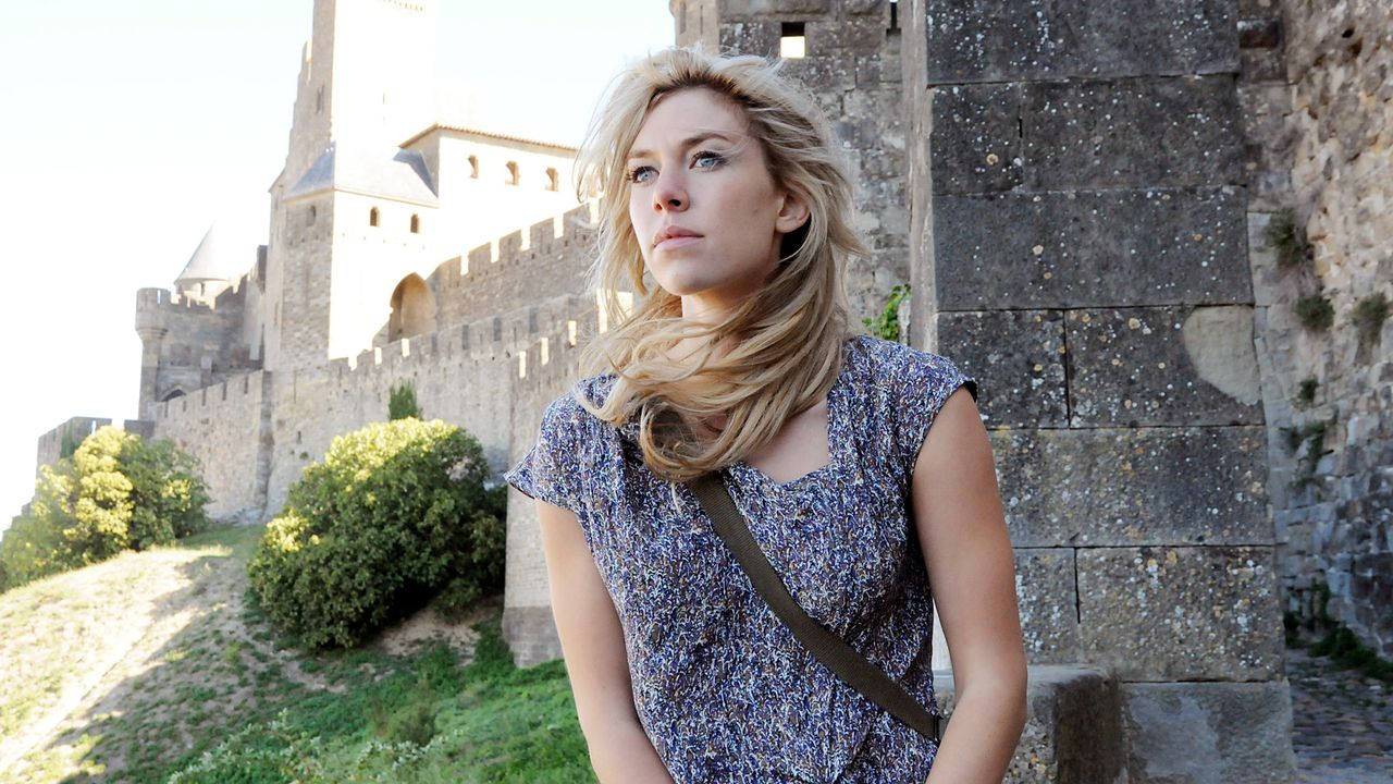 Das-verlorene-Labyrinth-vanessa-kirby-as-alice-tanner-Tandem-Productions-Film-Afrika - Bildquelle: SAT.1/2011 Tandem Productions GmbH & Film Afrika Worldwide (Pty) Limited South Africa. All Rights Reserved.