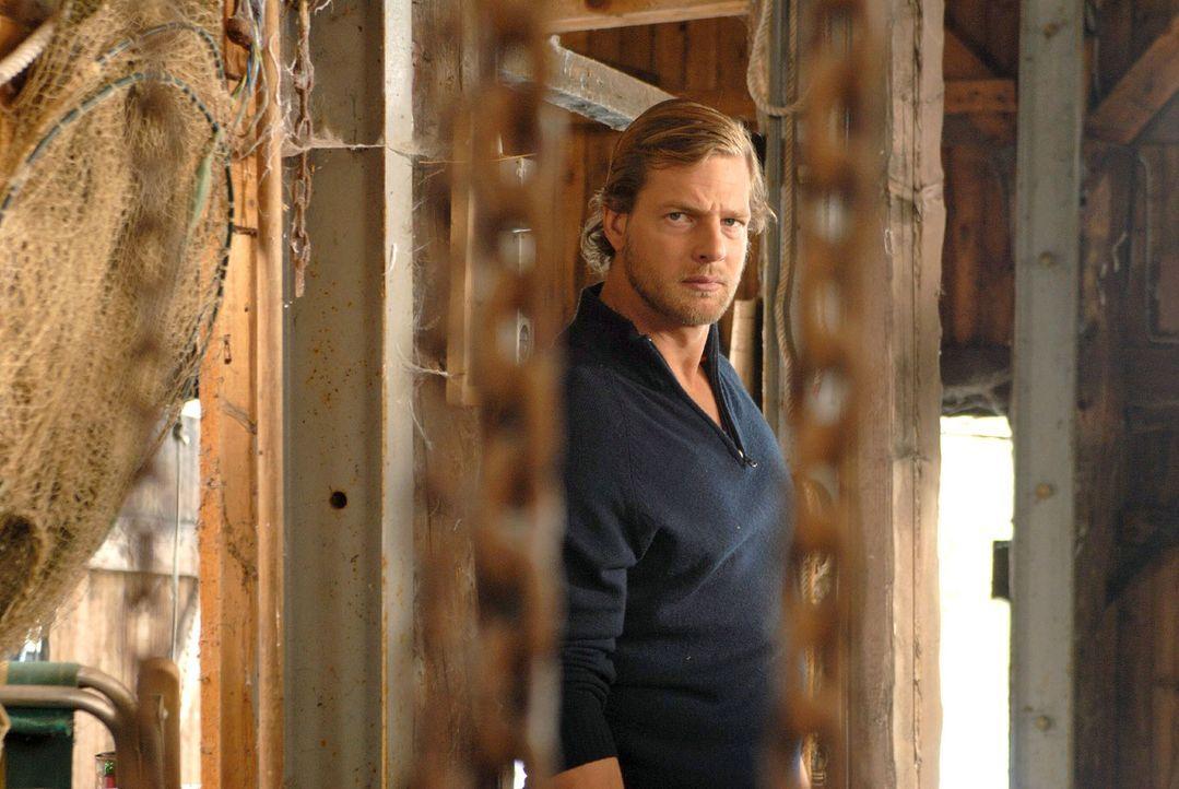 In dem alten Bootshaus taucht auf einmal Michael (Henning Baum) auf. Susanne ist verunsichert und schickt ihn weg. - Bildquelle: Hardy Spitz Sat.1