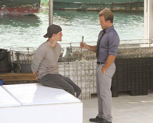 Danny (Scott Caan) sucht den Mörder des toten Fischers. - Bildquelle: CBS Studios