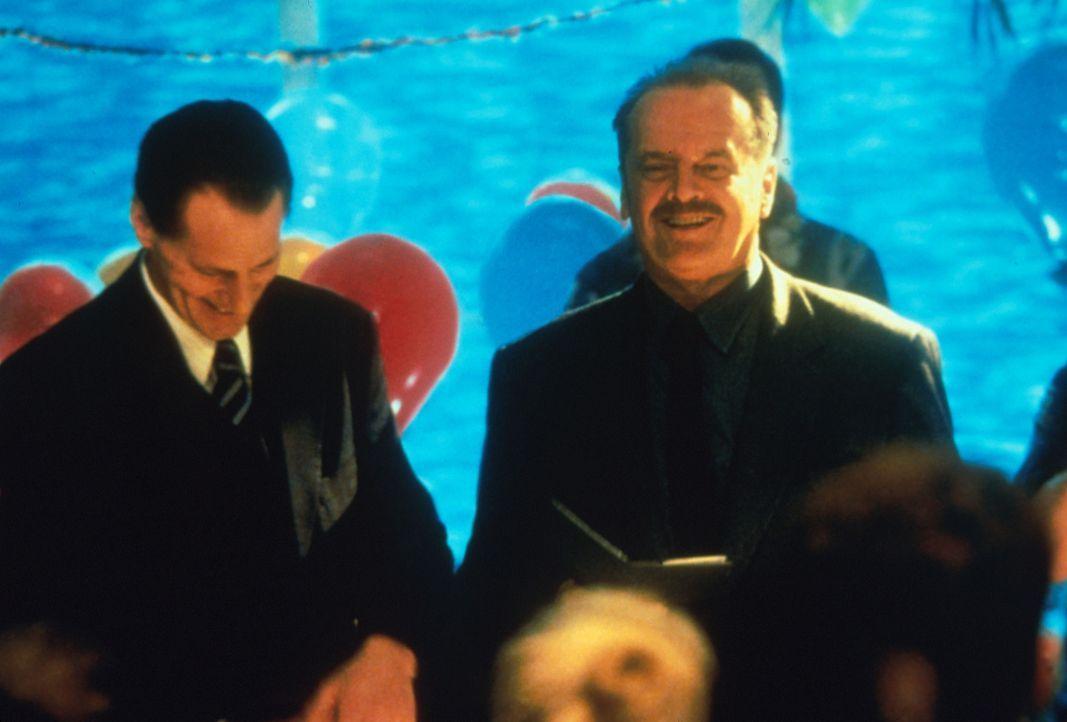 Ein gefeierter Mann: Detective Black (Jack Nicholsen, r.) kann auf ein erfolgreiches Berufsleben zurückblicken. Noch ahnen weder er noch Eric Pollac... - Bildquelle: Warner Bros.