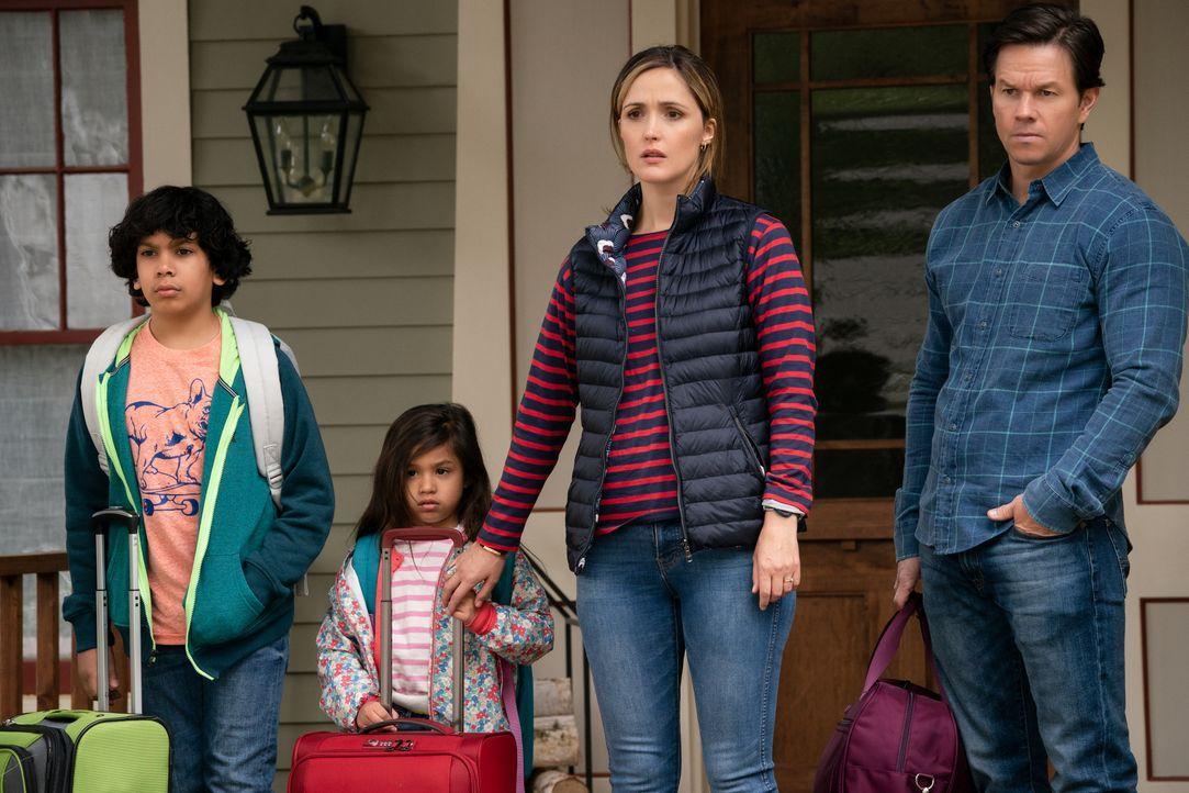 (v.l.n.r.) Juan (Gustavo Quiroz); Lita (Julianna Gamiz); Ellie (Rose Byrne); Pete (Mark Wahlberg) - Bildquelle: Hopper Stone 2018 Paramount Pictures. All rights reserved. / Hopper Stone