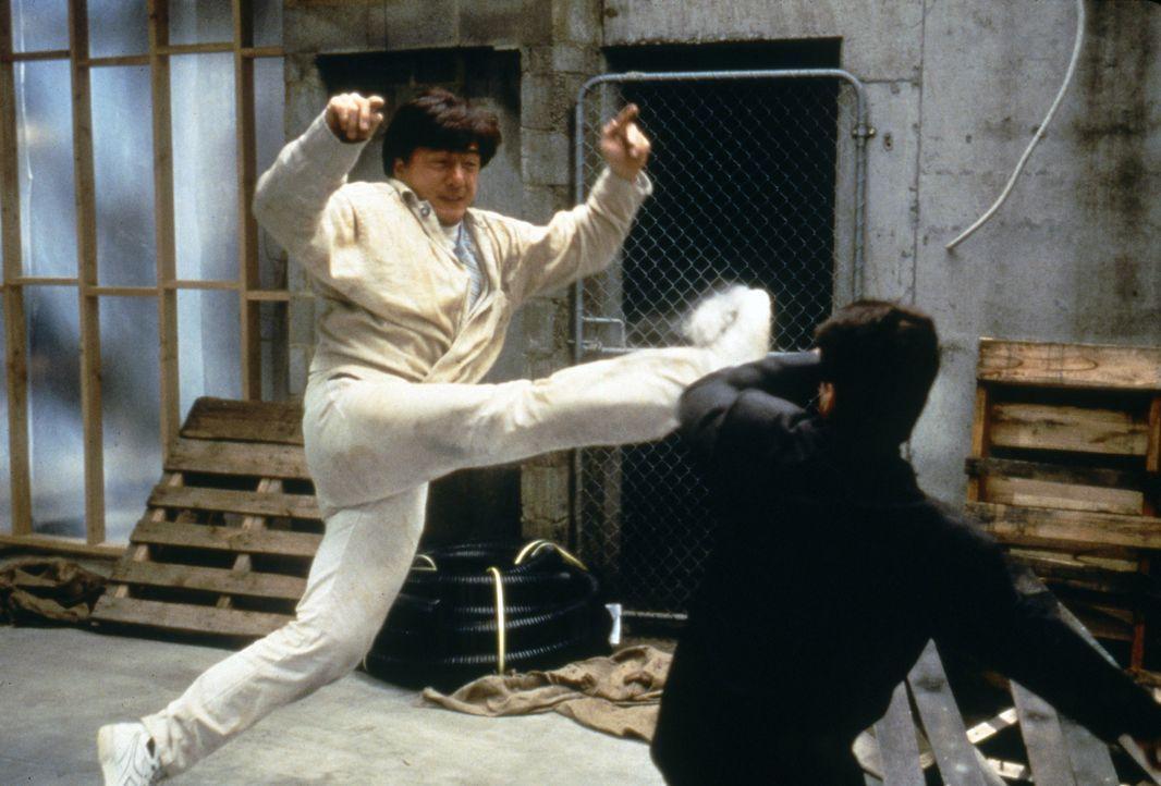 Obwohl seine Passion das Kochen ist, steht Jackie (Jackie Chan) auch auf Verbrecherjagd ... - Bildquelle: Warner Bros.