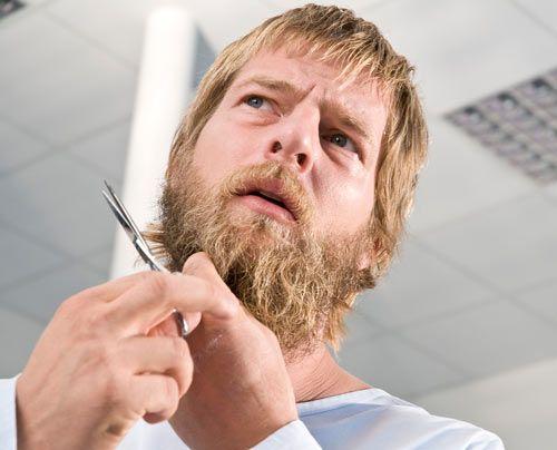 Erstmal muss der Bart ab. - Bildquelle: Martin Rottenkolber - Sat1