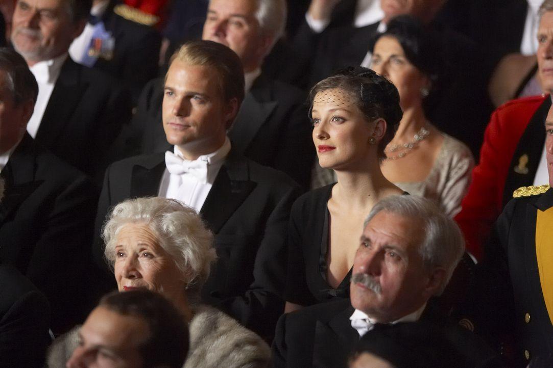 Schon bald verliebt sich die attraktive Balletttänzerin Lilli (Alexandra Maria Lara, r.) hemmungslos in den jungen CIA-Agenten Jack McCauliffe (Chr...