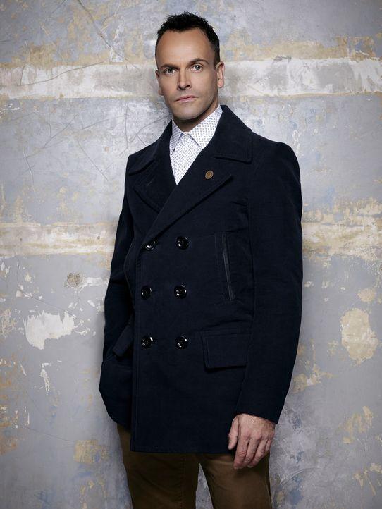 (5. Staffel) - Klärt Kriminalfälle auf seine höchst eigenwillige Weise: Sherlock Holmes (Jonny Lee Miller) ... - Bildquelle: Justin Stephens 2014 CBS Broadcasting Inc. All Rights Reserved.