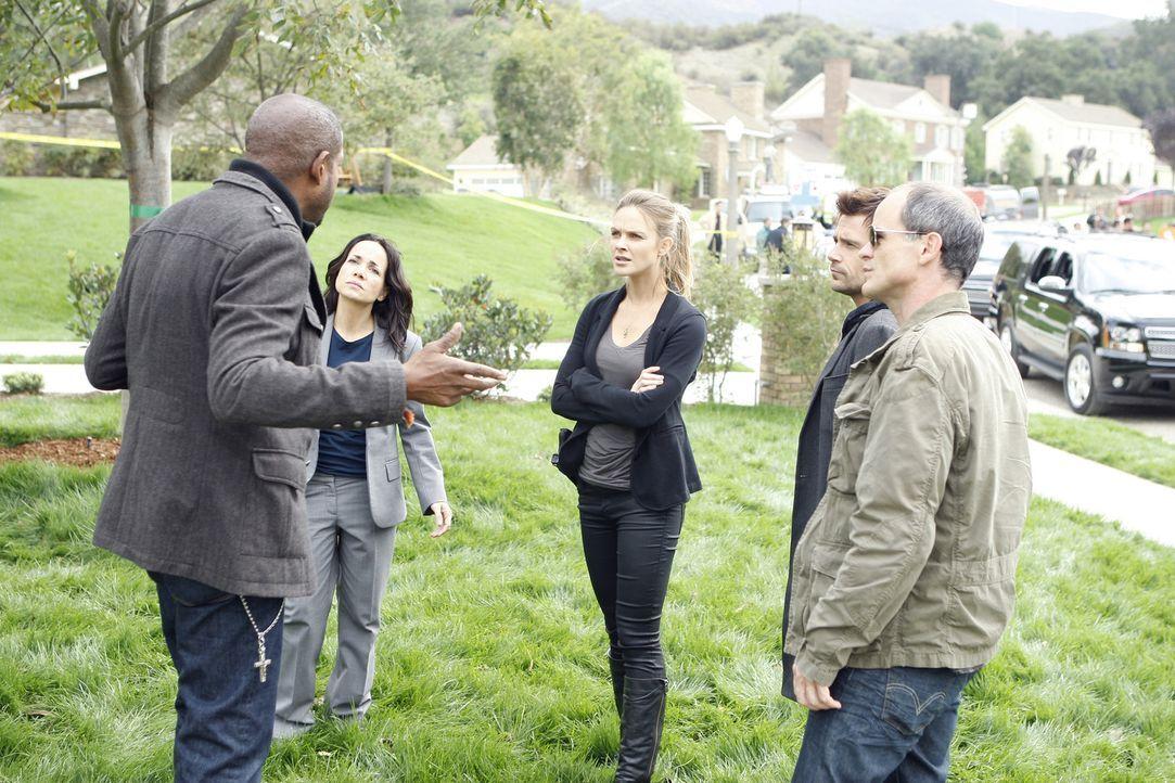 Versuchen alles, um ein Verbrechen zu lösen: Sam (Forest Whitaker, l.), Beth (Janeane Garofalo, 2.v.l.), Gina (Beau Garrett, M.), John (Michael Kel... - Bildquelle: ABC Studios