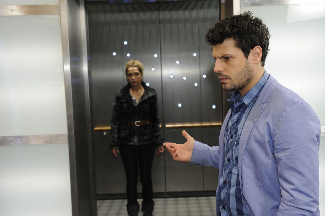 Während Nina (Maria Wedig, l.) plant mit Jojo unterzutauchen, setzt sich Luca (Manuel Cortez, r.) erfolglos bei Bruno für Nina ein ... - Bildquelle: SAT.1