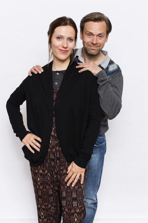 Bastians Bruder Hagen (Matthias Matschke, r.) mit seiner Freundin Svenja (Bettina Lamprecht, l.): ein tolles Paar, wären da nicht Hagens chronische... - Bildquelle: Frank Dicks SAT.1