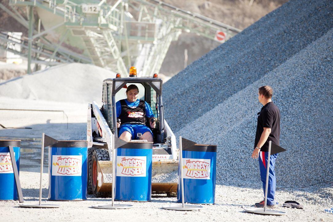 Für Marc wird ein Traum wahr: er darf Bagger fahren. Allerdings hat diese Challenge einige Tücken in petto ... - Bildquelle: SAT.1