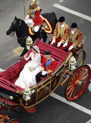 William-Kate-Auszug-Kirche-Kutsche12-11-04-29-300_404_AFP - Bildquelle: AFP