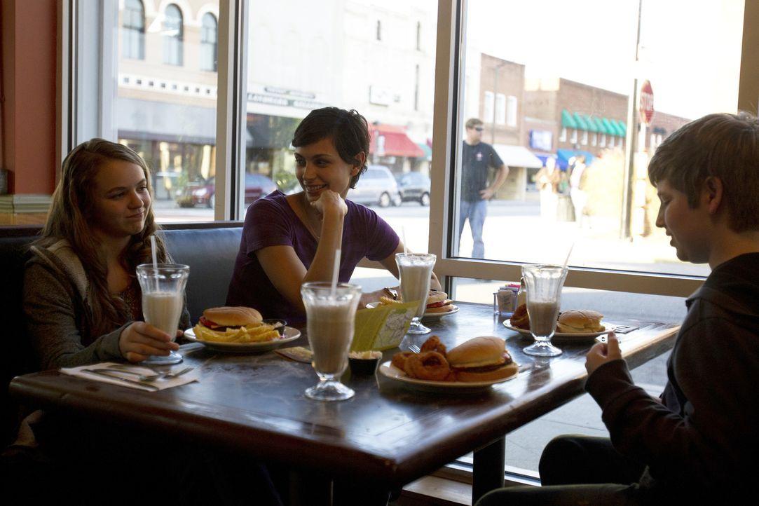 Noch genießen Dana, Jessica und Chris (v. l. n. r. Morgan Saylor, Morena Baccarin, Jackson Pace) den Familienausflug mit ihrem Vater ... - Bildquelle: 20th Century Fox International Television