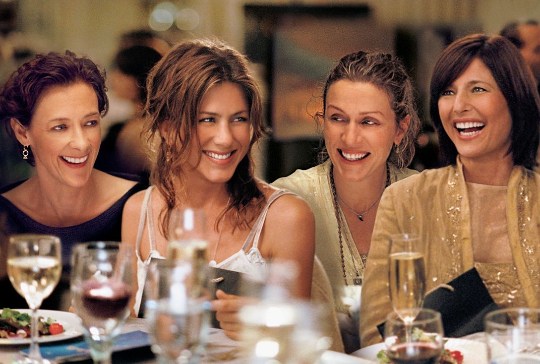 Der Eindruck trügt: Olivia (Jennifer Aniston, 2.v.l.) ist nicht so glücklich wie Franny (Joan Cusack, l.), Jane (Frances McDormand, 2.v.r.) und Ch... - Bildquelle: 2006 Sony Pictures Classics Inc. for the Universe excluding Australia/NZ and Scandinavia (but including Iceland). All Rights Reserved.