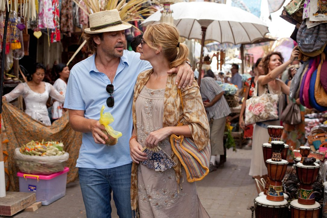 Auf der Suche nach sich selbst, hat Liz (Julia Roberts, r.) in Felipe (Javier Bardem, l.) die wahre Liebe gefunden ... - Bildquelle: 2010 Columbia Pictures Industries, Inc. All Rights Reserved.