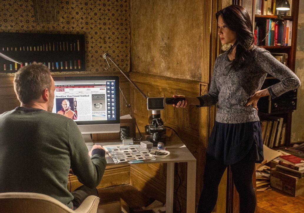 Der aktuelle Fall bereitet Sherlock Holmes (Jonny Lee Miller, l.) und Joan Watson (Lucy Liu, r.) etwas Kopfzerbrechen ... - Bildquelle: CBS Television