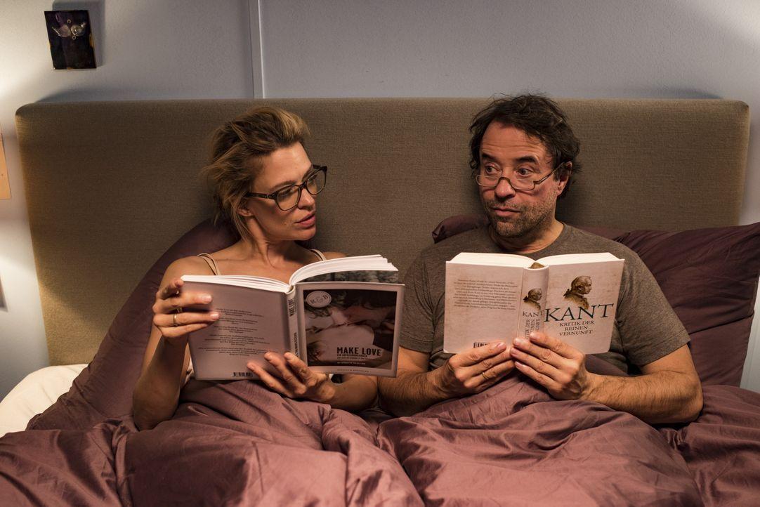 Hannes (Jan Josef Liefers, l.); Sara (Heike Makatsch, r.) - Bildquelle: 2017 Constantin Film Verleih GmbH