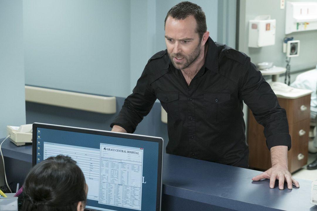Kaum im Krankenhaus angekommen, erkennt Weller (Sullivan Stapleton), dass der Anruf, Allie und dem Baby gehe es schlecht, nur fingiert war. Sandstor... - Bildquelle: Warner Brothers