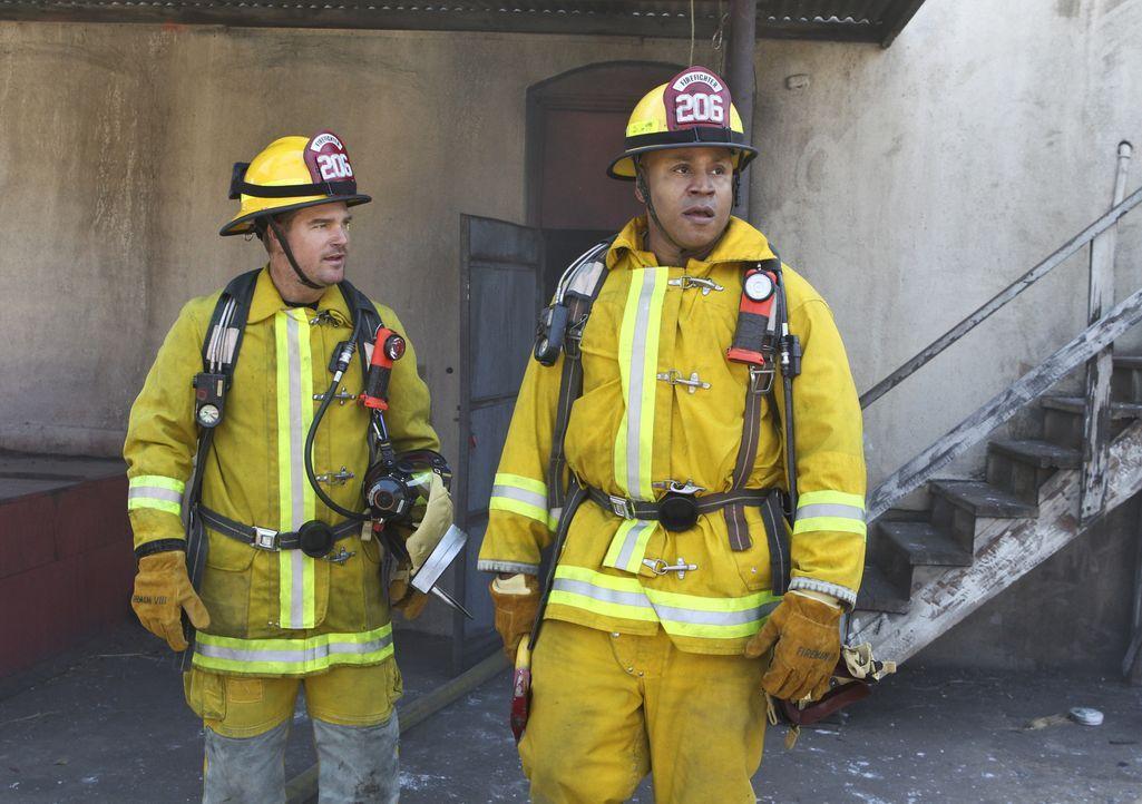 Dieses Mal müssen Sam (LL Cool J, r.) und Callen (Chris O'Donnell, l.) undercover als Feuerwehrmänner arbeiten ... - Bildquelle: Sonja Flemming 2016 CBS Broadcasting, Inc. All Rights Reserved.